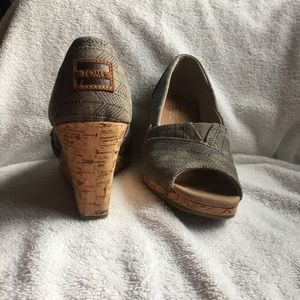 TOMS Classic Wedge Sandal size 8.5 peeptoe